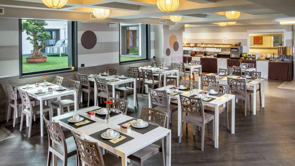 hotel-domidea-rome-breakfast-01