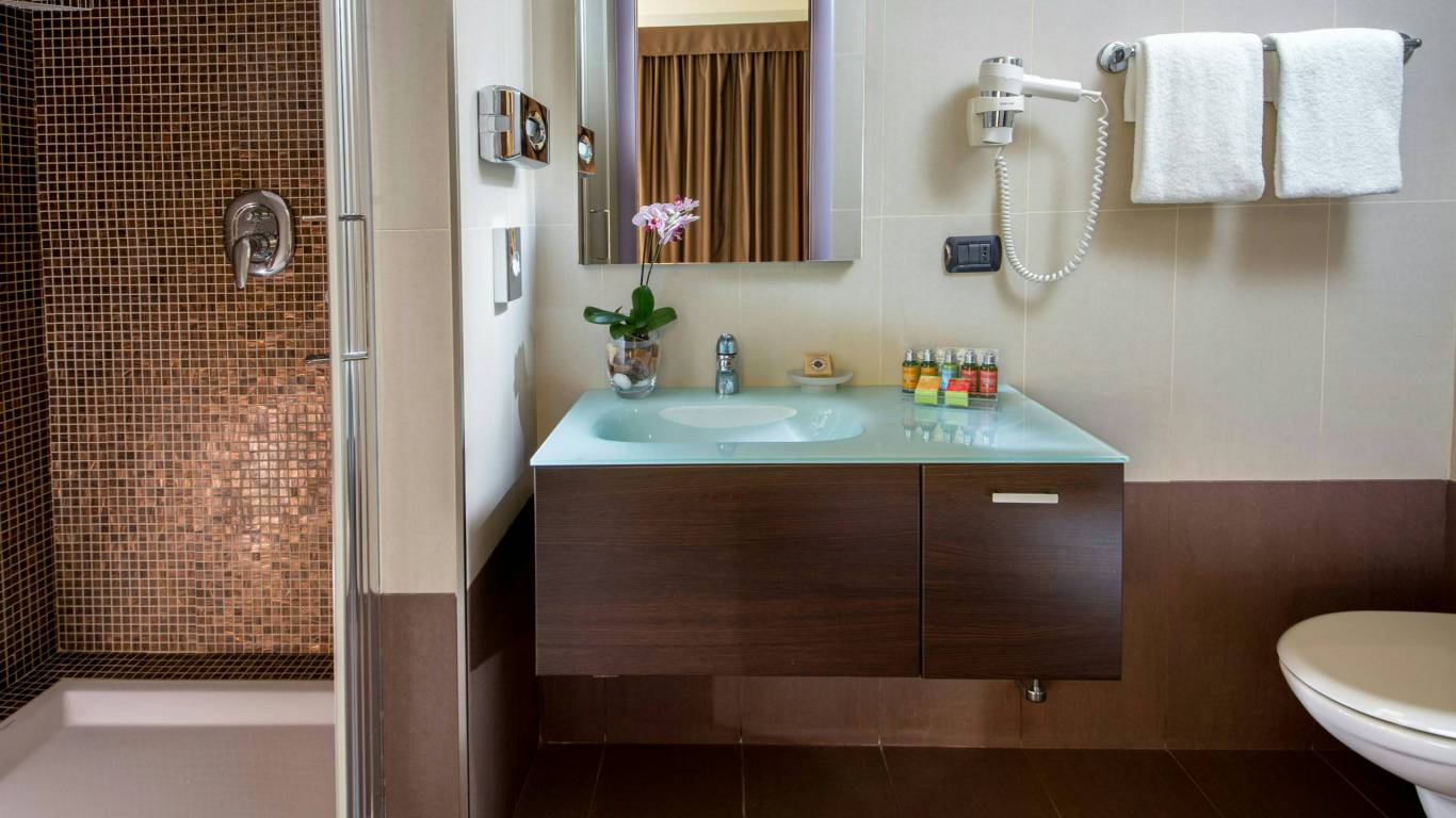 hotel-domidea-rome-bathroom-01