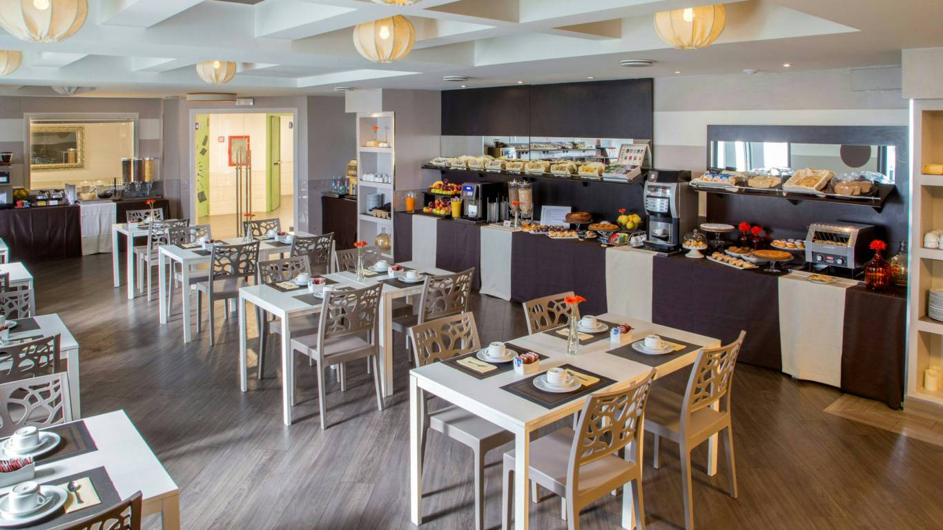 hotel-domidea-rome-breakfast-02
