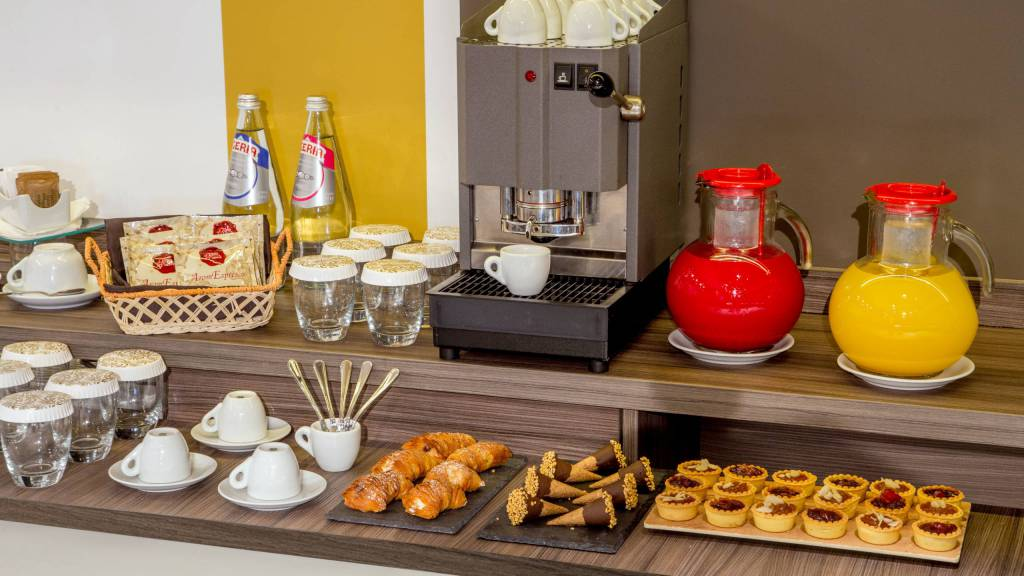 Domidea-Business-Hotel-Rome-meeting-hall-Coffee-station