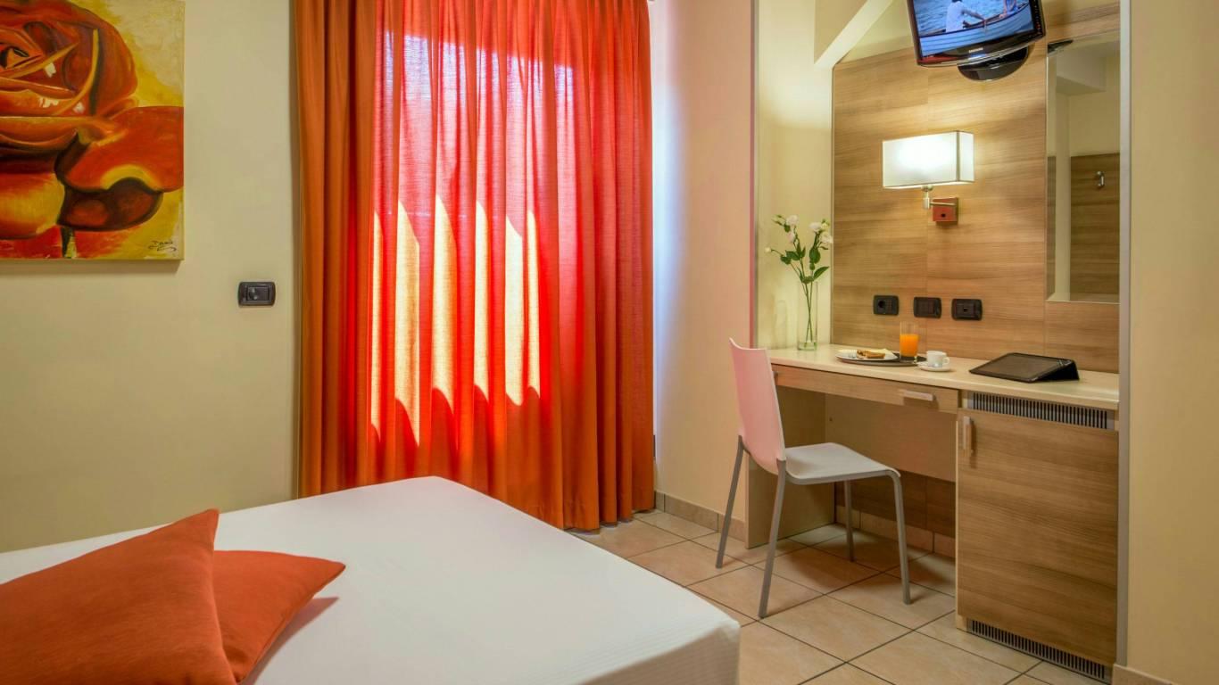 Domidea-Business-Hotel-Rome-standard-room-2020-camere-02