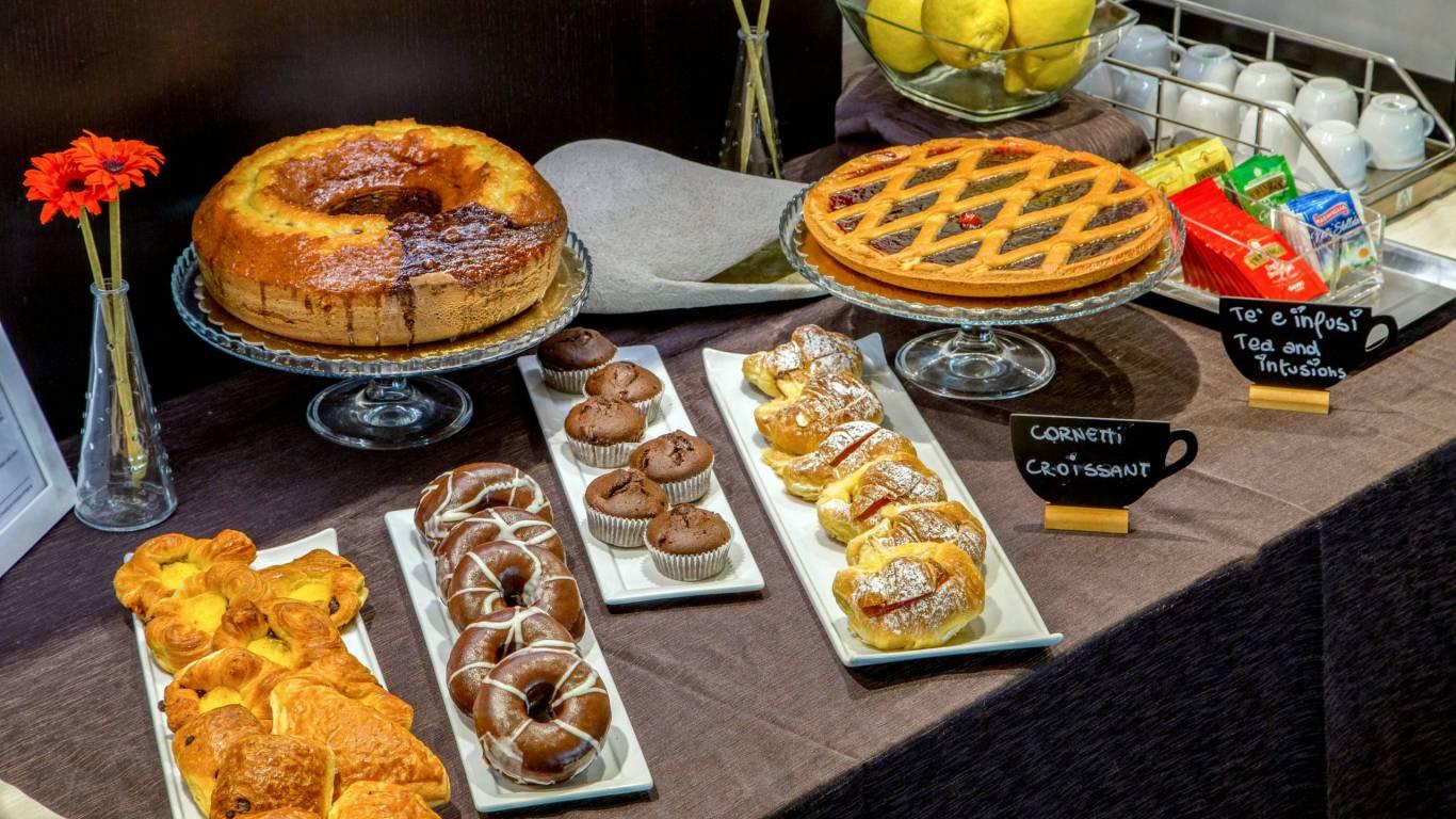 Domidea-Business-Hotel-Rome-breakfast-09
