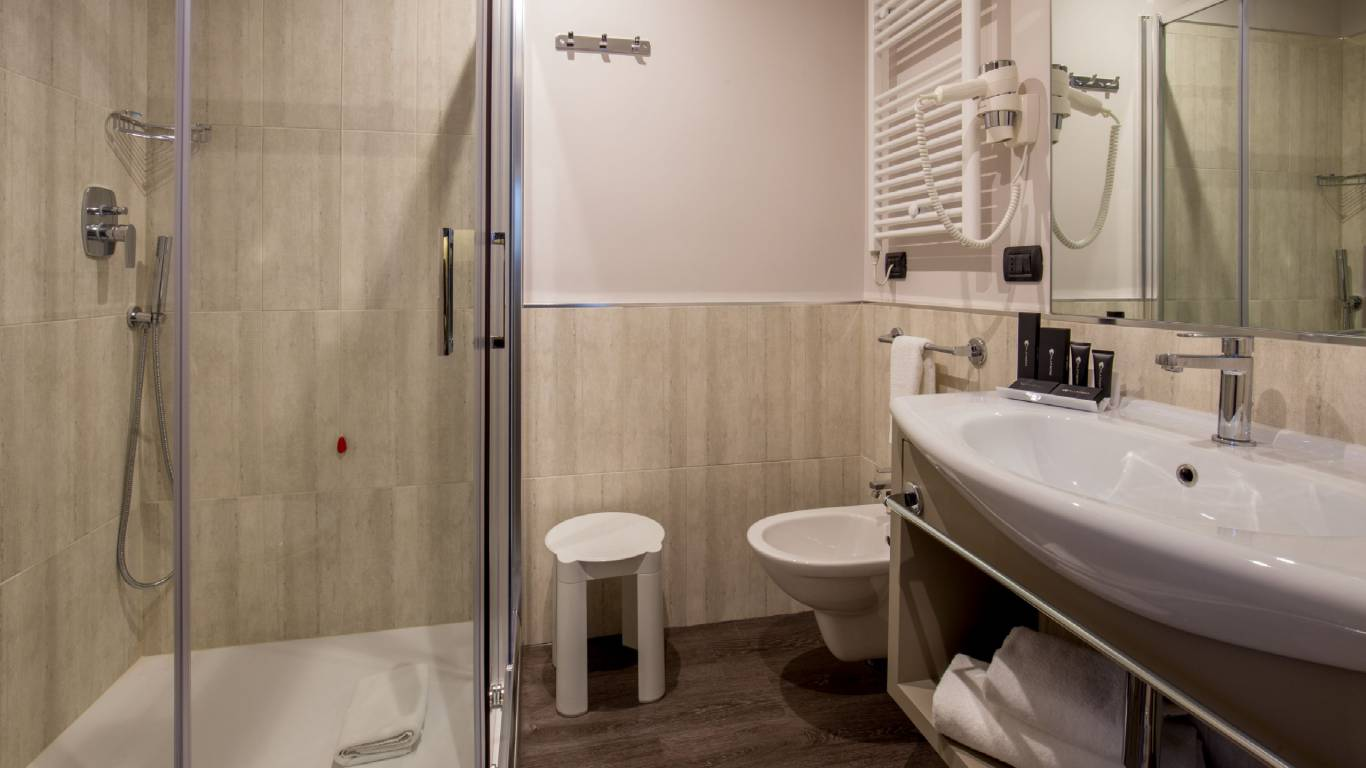 shower-Club-Floor