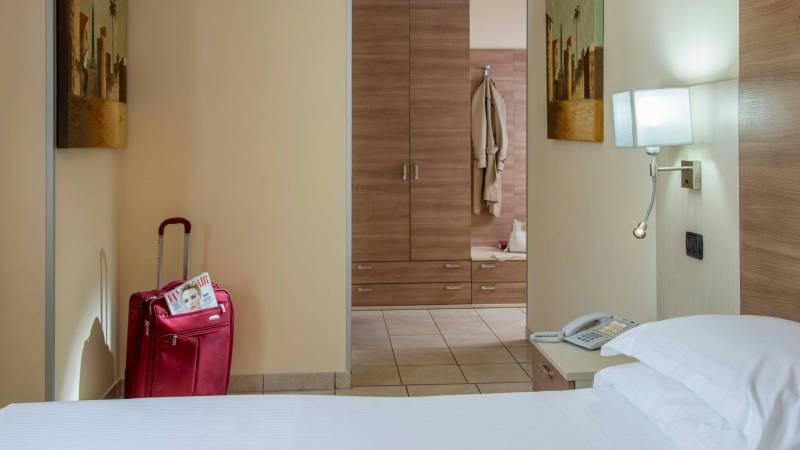 Domidea-Business-Hotel-Rome-standard-room-2020-camere-05