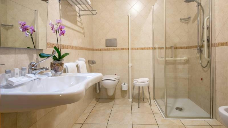 Domidea-Business-Hotel-Rome-bathroom-04