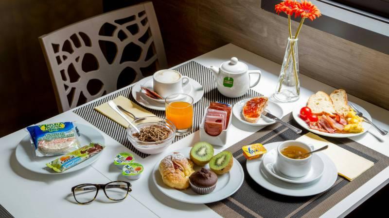 Domidea-Business-Hotel-Rome-breakfast-06