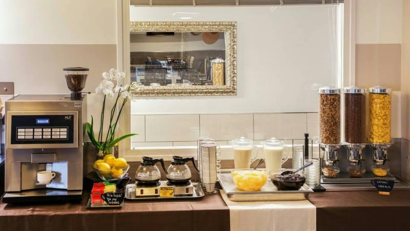 Domidea-Business-Hotel-Rome-breakfast-14